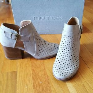 NIB Gray Suede Laser Cut Stars Buckle Ankle Boot 9